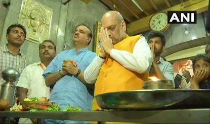अमित शाह कोटे श्री अंजनेय स्वामी मंदिर में दर्शन करने भी गए. उनके साथ अनंत कुमार हेगड़े भी थे. फोटो: एएनआई
