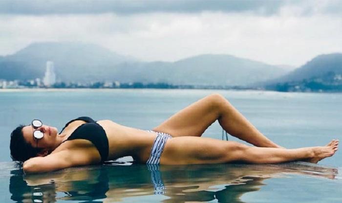 Tv Actress Shraddha Arya Hottest Bikini Body Exposed: Mandira Bedi Looks Smoking Hot In A Bikini During Her