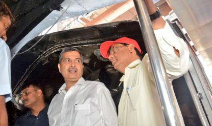 आजाद रेल इंजन के दोबारा पटरी पर उतरने के अवसर पर रेलवे बोर्ड के चेयरमैन अश्विनी लोहानी ने इस पर चढ़कर भी देखा.