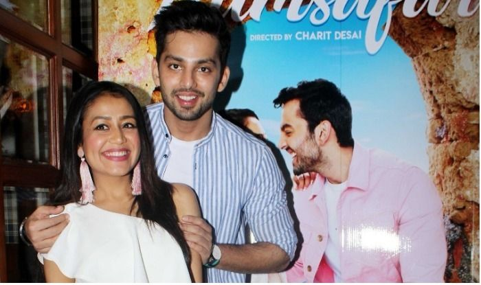 Himansh Kohli Just Went Down On One Knee For Neha Kakkar And You Cannot Miss The Moment Pics India Com