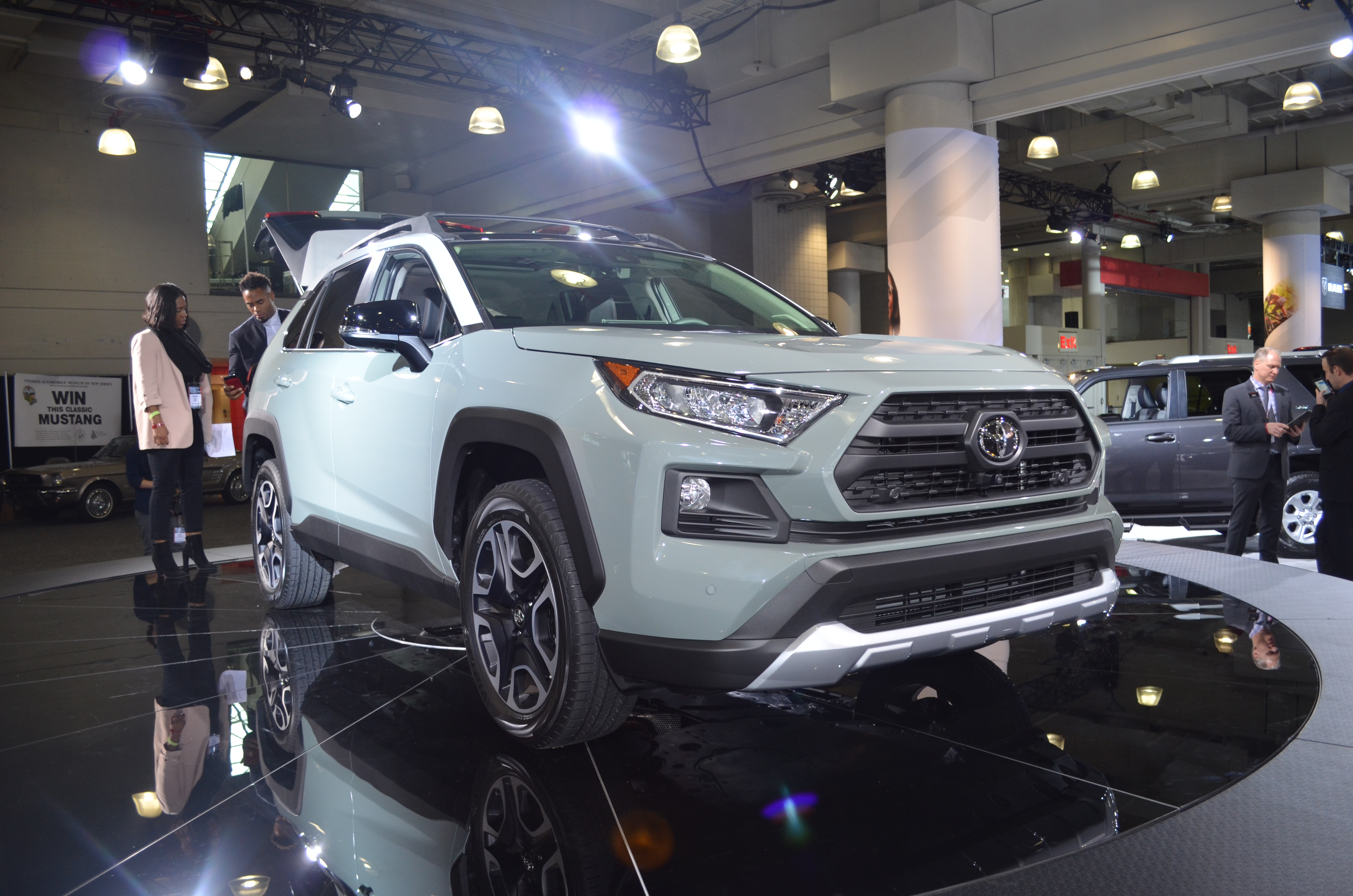 Toyota Unveils New Design, Upgrades for 2019 RAV4 at the New