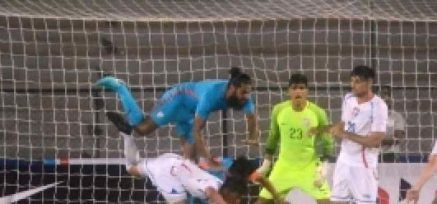 This is Sameep Jhingan in an aerial tackle...