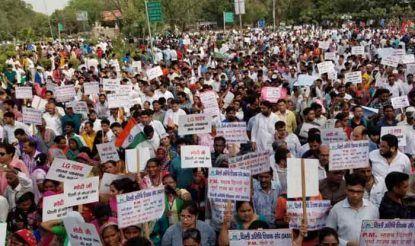 उपराज्यपाल के विरोध में आज आप के कार्यकर्ताओं ने दिल्ली में रैली निकाली.