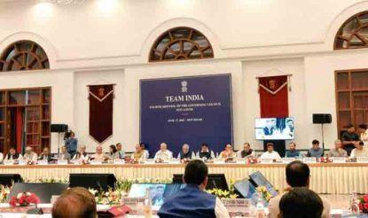 नीति आयोग की बैठक में पीएम नरेंद्र मोदी के अलावा गृह मंत्री राजनाथ सिंह समेत कई केंद्रीय मंत्री भी शामिल हुए.