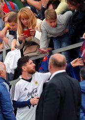 Messi Acknowledges his fans