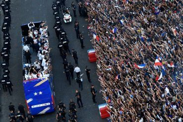 France gives World Cup champions heroes' welcome