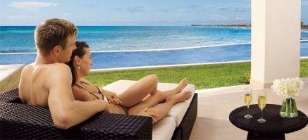 Secrets-Silversands-Mexico-Luxury-Holidays-couple