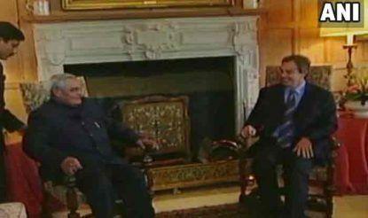 अटल बिहारी वाजपेयी और इंग्लैंड के प्रधानमंत्री टोनी ब्लेयर.