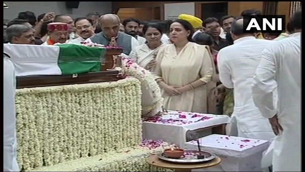 BJP MP Hema Malini pays last respects to Vajpayee.