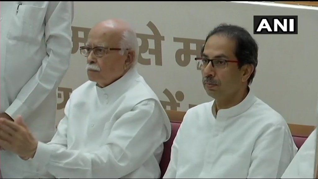 BJP leader LK Advani and his daughter Pratibha Advani with Shiv Sena Chief Uddhav Thackeray and his family at the BJP Headquarters.