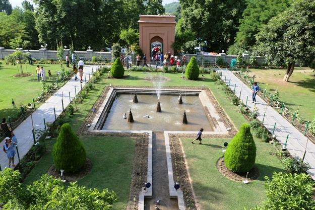 Srinagar S Beautiful Mughal Gardens Captured In Photos