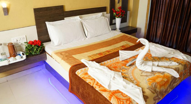 Located In Mahabaleshwar Near The Market Laxmi Residency Offers 12 Well Designed Rooms Deluxe Super And Family With Modern Amenities