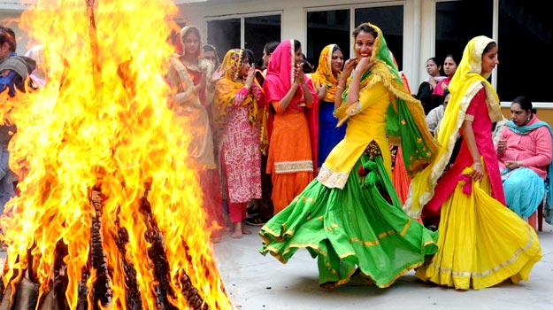 Happy Lohri 2020: Best English, Punjabi, Hindi Greetings, Messages, SMS,  Quotes, GIF to Send on This Harvest Festival | India.com