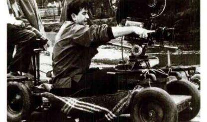 RK Studio में फिल्म की शूटिंग के दौरान राज कपूर. (फोटो साभारः THE KAPOORS : THE FIRST FAMILY OF INDIAN CINEMA)