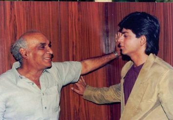 A-very-rare-and-unseen-picture-of-SRK-on-the-sets-of-Darr-with-its-director-Yash-Chopra