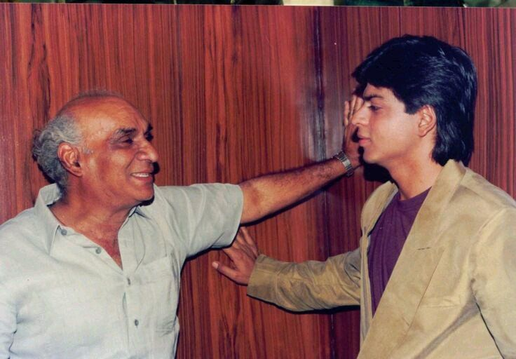 A very rare and unseen picture of SRK on the sets of Darr with its director Yash Chopra