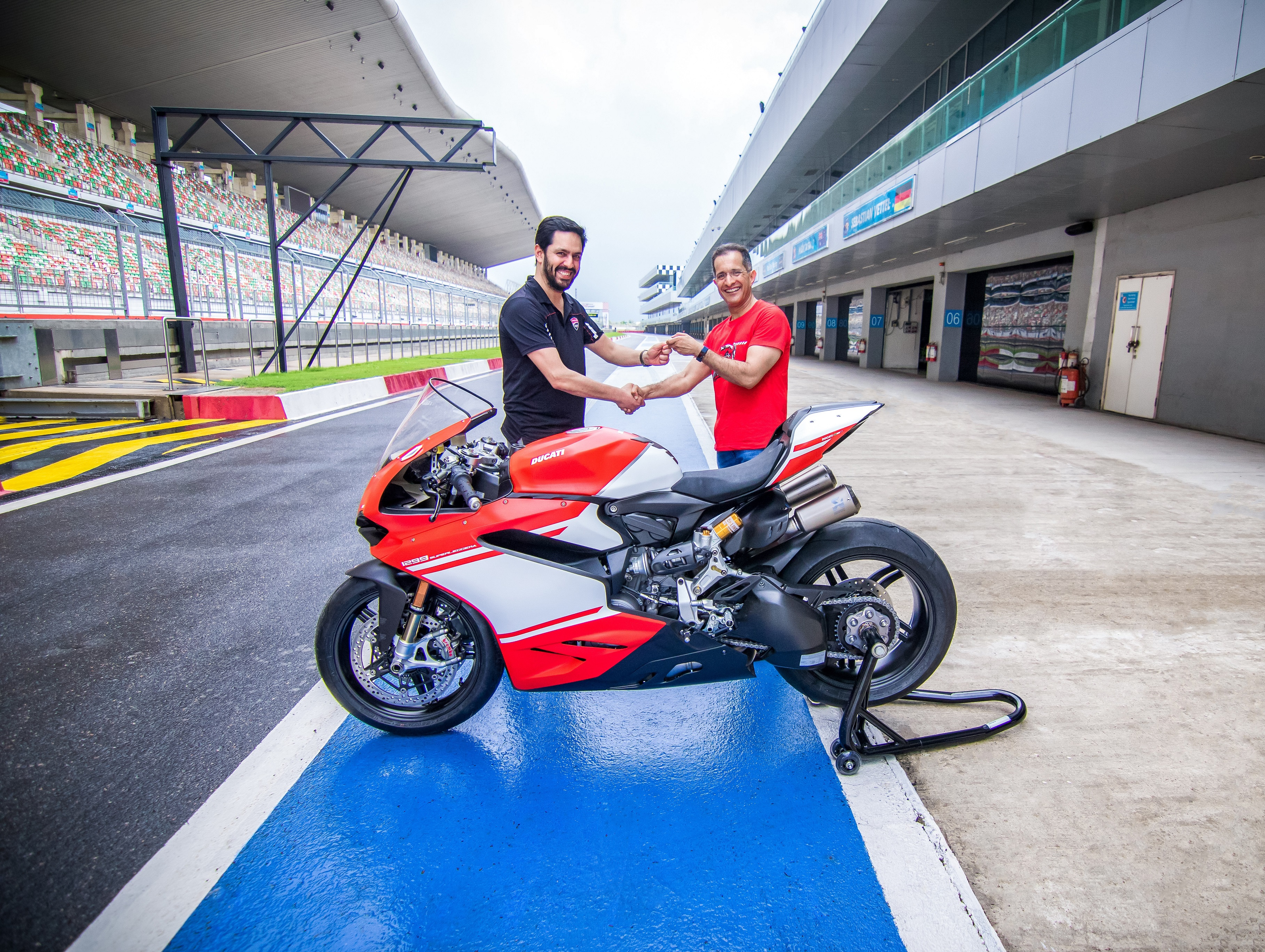 India S Only Ducati 1299 Superleggera Sold Out Priced At Inr 1 12