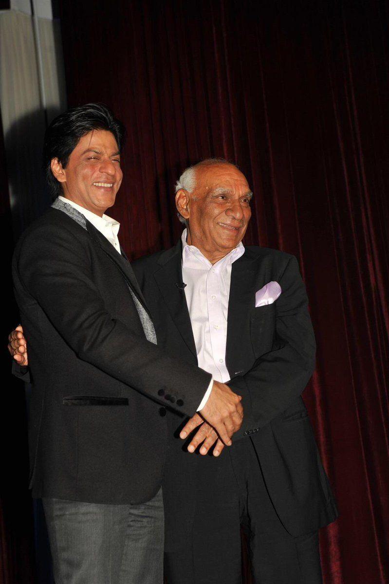 Shah Rukh Khan and Yash Chopra at an award function