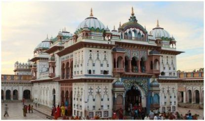 जनकपुर में जानकी मंदिर स्थित है.