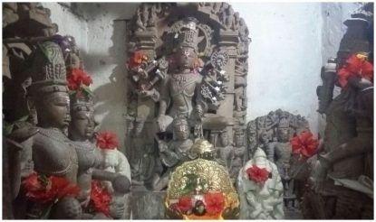 मंदिर के दर्शन के लिए दूर-दूर से लोग आते हैं.