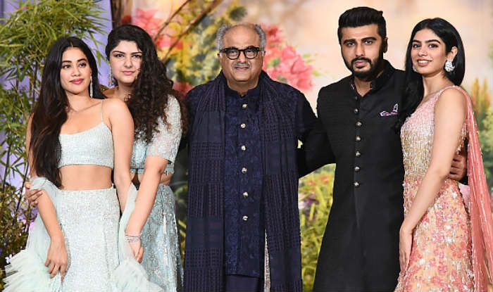 Janhvi Kapoor, Anshula Kapoor, Boney Kapoor, Arjun Kapoor and Khushi Kapoor (Photo Courtesy: Getty Images)