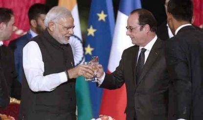 पीएम नरेंद्र मोदी और फ्रांस के पूर्व राष्ट्रपति फ्रैंक्वा हॉलैंड. (फाइल)
