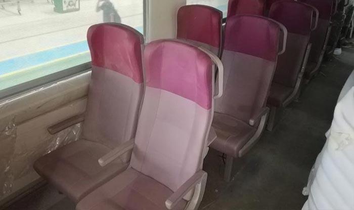 ट्रेन18 की सीटें काफी आरामदायक हैं.