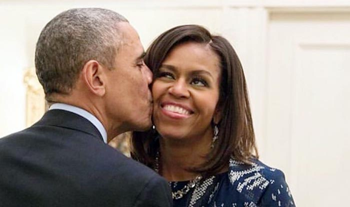 Barack Obama Kisses Michelle Obama Under a Mistletoe to Wish Everyone Merry Christmas And Twitter Gets Its Moment of The Day