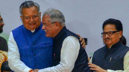 बीजेपी नेता रमन सिंह छत्तीसगढ़ के नए सीएम को गले मिलकर बधाई दी.