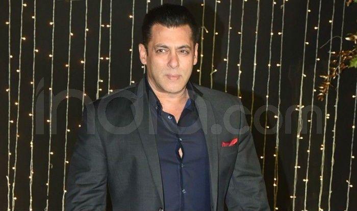 Salman Khan at Priyanka-Nick wedding reception. Photo Courtesy: Yogen shah/ India.com