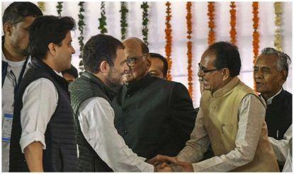 शिवराज राहुल गाँधी से गर्मजोशी के साथ मिले.