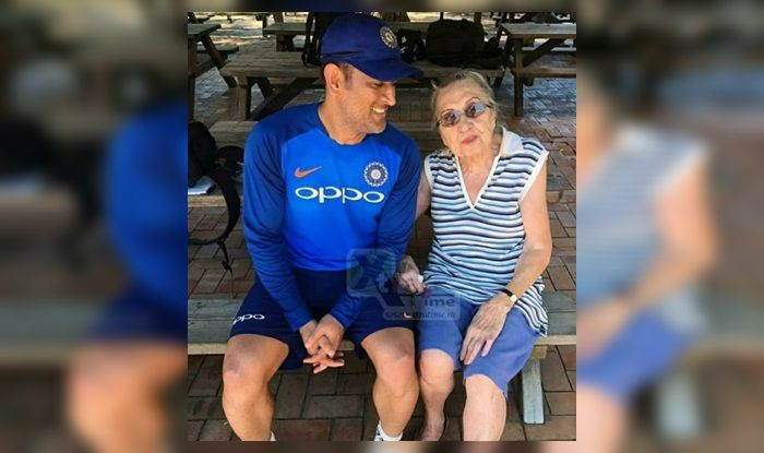 Dhoni does it for special fan!