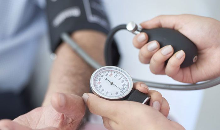 Low BP के बारे में हर वो बात जो आप जानना चाहते हैं... - What is low blood pressure symptoms remedies all facts about this lifestyle disease - Latest News & Updates