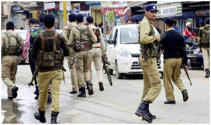Jammu And Kashmir: Police Involved in Brief Exchange of Fire at Kulgam, Area Cordoned Off