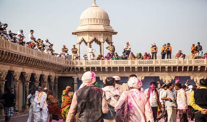 Here's How You Can Celebrate Holi in Mathura And Vrindavan