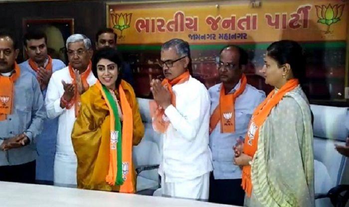 Lok Sabha Elections 2019: Cricketer Ravindra Jadeja's Wife Rivaba Joins BJP