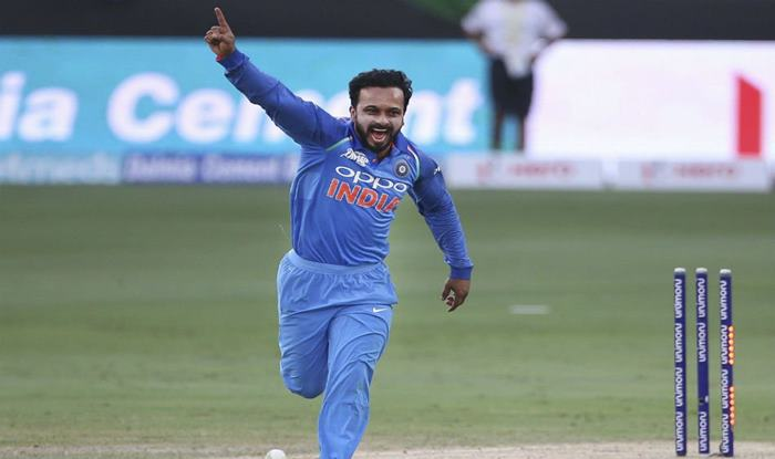 1st ODI: Kedar Jadhav Gets Trolled For His Unique Action, Fans Come up With Hilarious Tweets to Laud Part-Time Off-Spinner's Contribution Against Australia in Hyderabad
