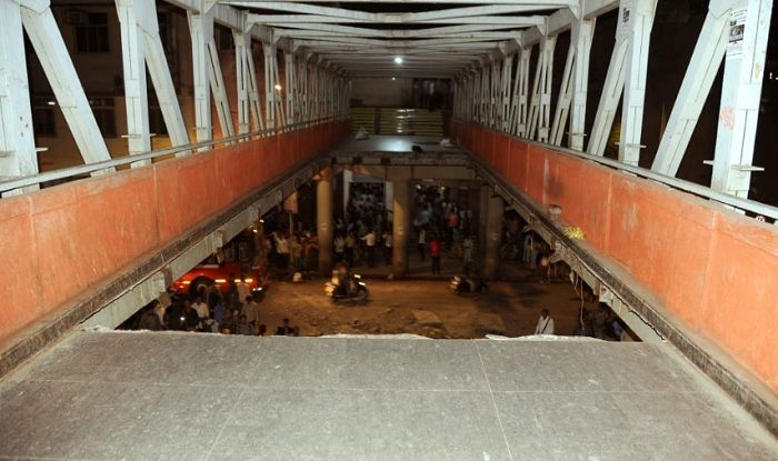Mumbai: 5 Dead, 36 Injured After Foot Over Bridge Collapses Near CST Platform; Traffic Advisory Issued