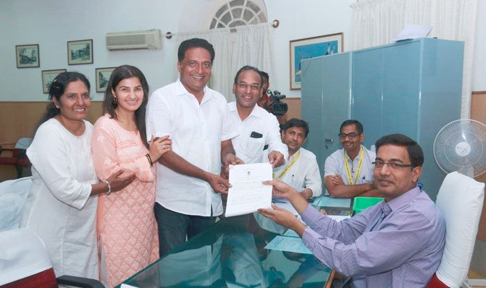 Actor Prakash Raj filing his nomination papers