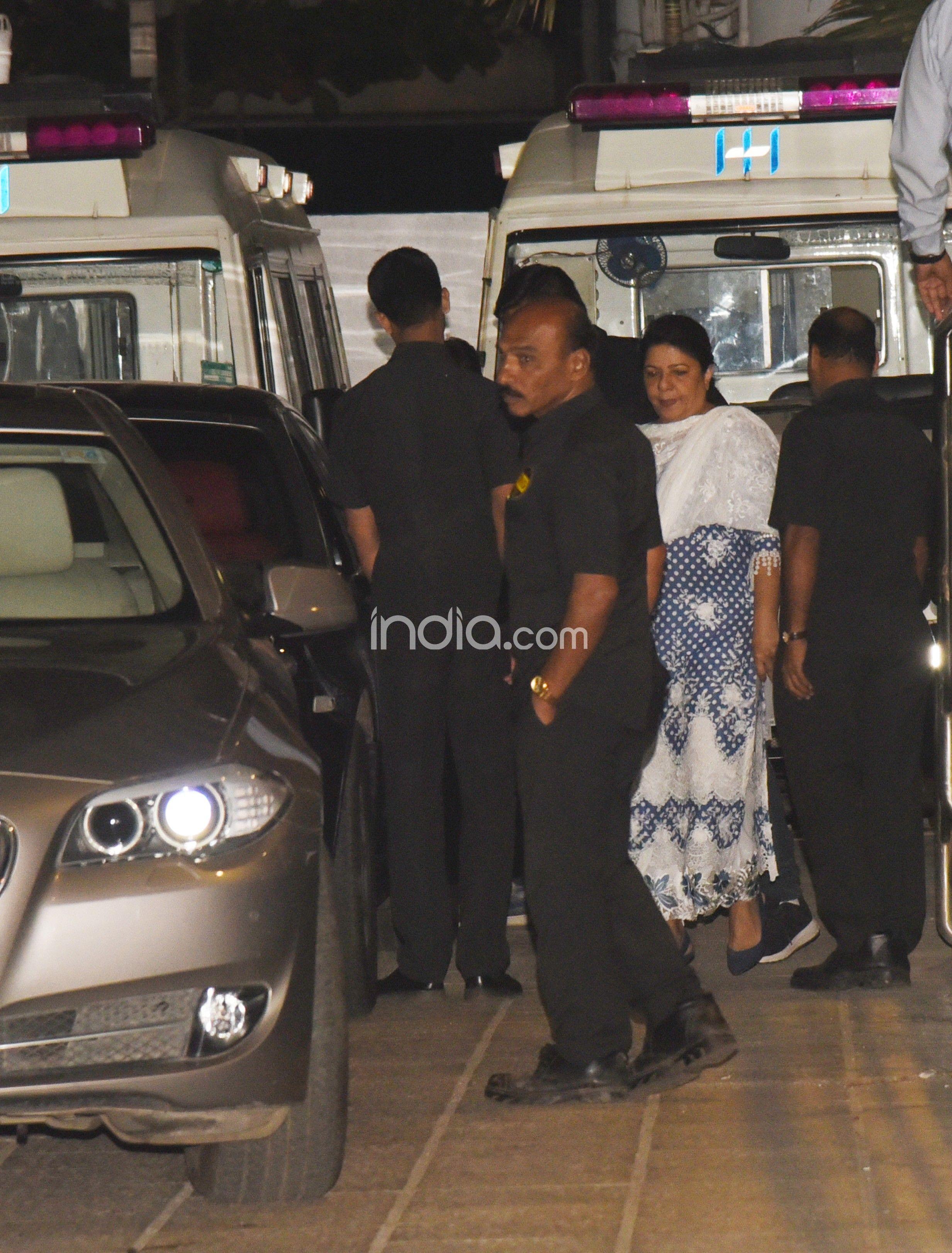 Priyanka Chopra-Madhu Chopra visit hospital