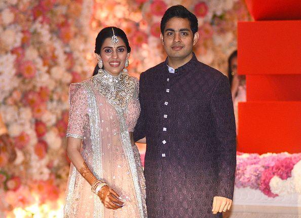 Akash Ambani-Shloka Mehta (Photo credit should read SUJIT JAISWAL/AFP/Getty Images)