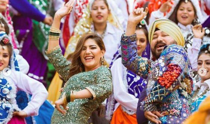 Haryanvi Hot Dancer Sapna Choudhary Looks Sexy as She Flaunts Bhangra With Daler Mehndi, See Pics