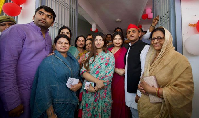 SP's Akhilesh Yadav and his wife Dimple Yadav cast votes