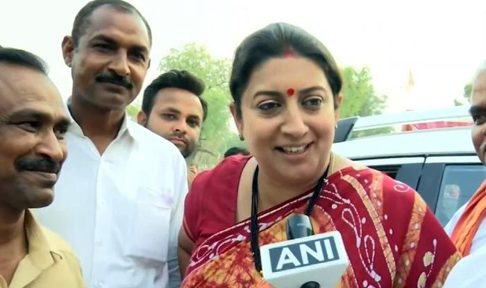 'I've Been an Actor, She Shouldn't Resort to Drama,' Says Smriti to Priyanka Comment on Shoe Distribution