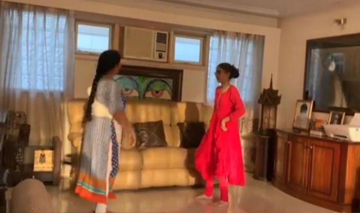 Sushmita Sen's Daughter Renee's Video of Learning Kathak From Gurumaa Has All of us in Awe, Watch