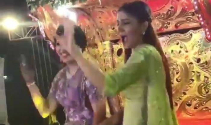 Sapna Choudhary Shakes a Leg With Bride in Her Baraat, Grooves to 'Hat Ja Tau ' – Watch