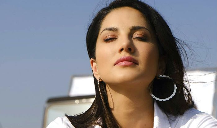Sunny Leone Breaks Down on Arbaaz Khan's Show For Her Deceased Team Member, Read on