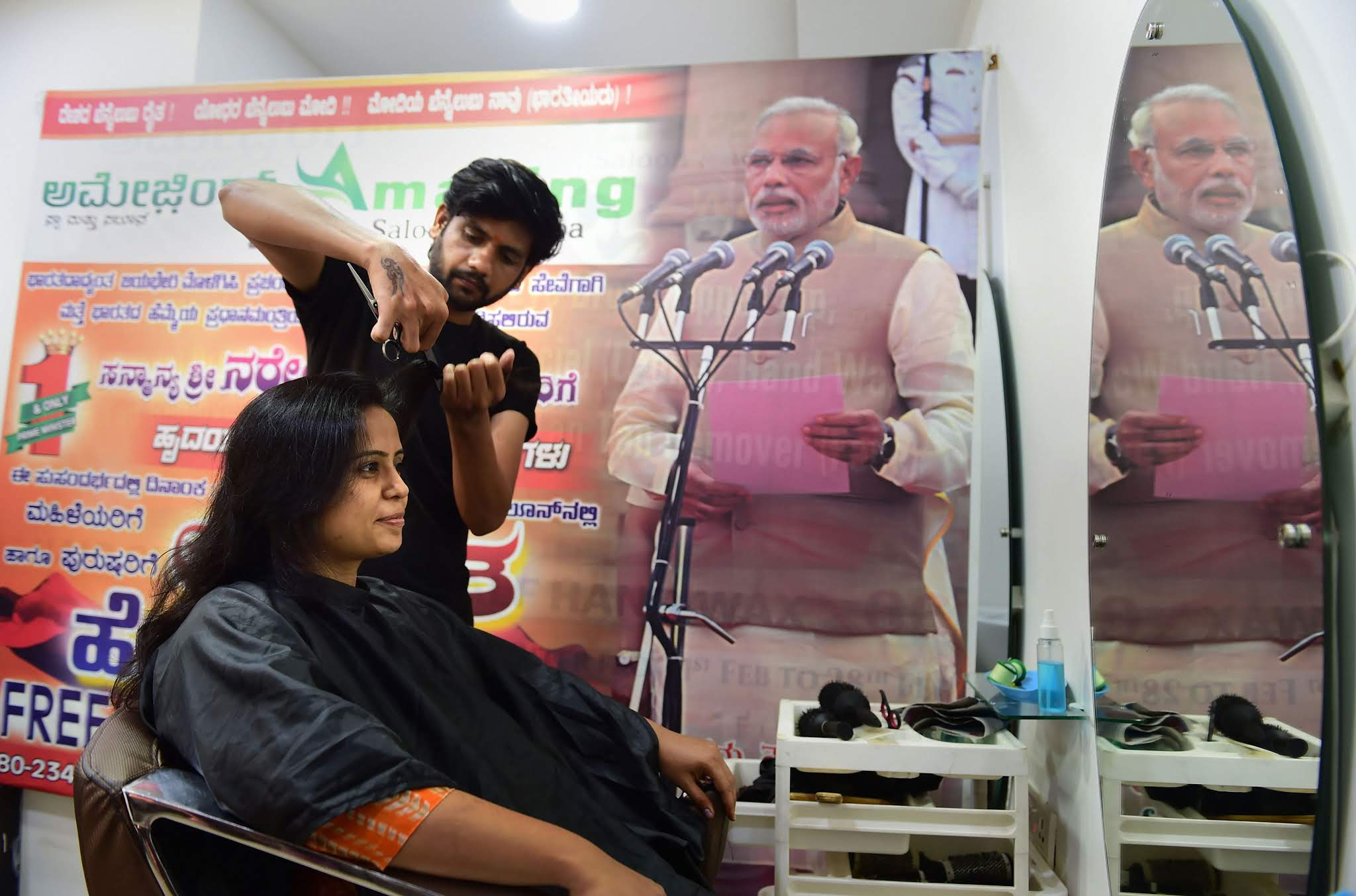 Celebrating the swearing-in ceremony of prime minister Narendra Modi, salon gives free haircut to customers