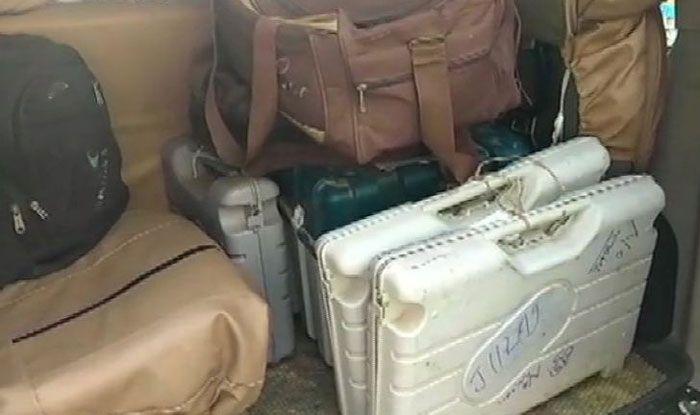 EVMs taken inside hotel in Bihar