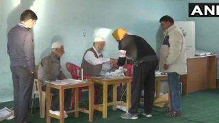 लोकसभा चुनाव पांचवां चरणः वोट डालने को लगी लंबी कतार, राजनाथ और मायावती ने किया मतदान, देखिए PHOTOS